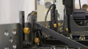 Braço robótico da soldadura, modo da demonstração Nanotecnologia, fim acima video estoque