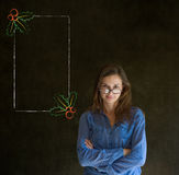 Braços da mulher, do estudante ou do professor dobrados olhando o menu do azevinho do Natal para fazer a lista de verificação Foto de Stock Royalty Free