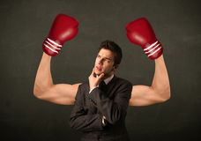 Braços fortes e muscled do pugilista Imagens de Stock