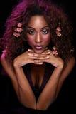 Braços roxos do vestido no coração Fotos de Stock Royalty Free