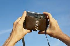 Brać obrazki z rocznika filmu kamerą plenerowa zdjęcie Fotografia Stock