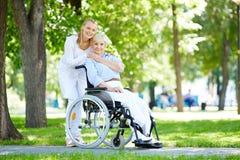 Brać opiekę pacjent Zdjęcia Royalty Free