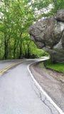 Brać popołudniowego przespacerowanie w górę błękitnego grani parkway fotografia royalty free