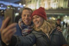 Brać selfie w centrum miasta przy bożymi narodzeniami! obraz royalty free