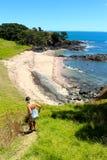 Brać troszkę tropi puszek ustronna plaża przy bednarzami obraz royalty free