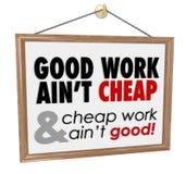 Bra arbete är inte billigt säga för motto för lagerteckenservice Royaltyfri Bild