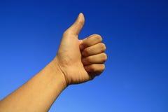 Bra hand i blå himmel Arkivbild