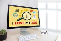 Bra Job Assistant ÄLSKAR JAG MIN JOB Businessman och affärskvinna Royaltyfria Foton