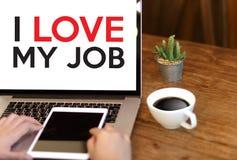 Bra Job Assistant ÄLSKAR JAG MIN JOB Businessman och affärskvinna Royaltyfri Fotografi