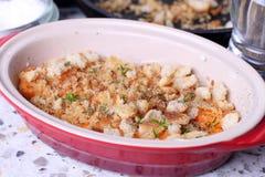 Braadpan met groenten in een ceramische vorm Royalty-vrije Stock Fotografie