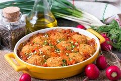 Braadpan met groenten en vleesballetjes Stock Foto