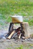 Braadpan op brand Stock Afbeelding