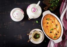 Braadpan van de ontbijt de Smakelijke kwark op donkere lijst royalty-vrije stock foto's