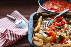 Braadpan van macaroni met vlees royalty-vrije stock foto