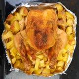 Braadstuk bij de oven gehele kip Royalty-vrije Stock Fotografie