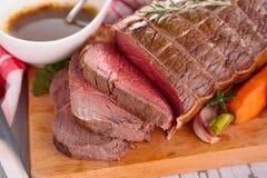 Braadstukrundvlees aan boord stock afbeeldingen