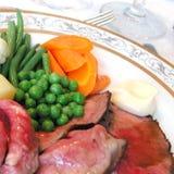 Braadstukrundvlees, erwten, wortel en aardappels Royalty-vrije Stock Foto