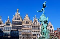 Brabo staty, stor marknad, Antwerp, Belgien Fotografering för Bildbyråer