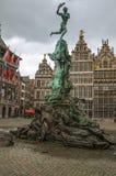 Brabos'smonument bij het Grote-Marktvierkant in Antwerpen stock afbeeldingen