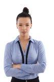 Braccia diritte della donna di affari sicura attraversate Immagine Stock Libera da Diritti