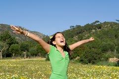 Braccia felici del bambino alzate con gioia Fotografia Stock Libera da Diritti