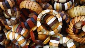 Braccialetti di legno fatti a mano Fotografie Stock