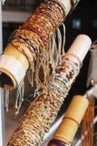 Braccialetti di vimini nello showcase Fotografie Stock
