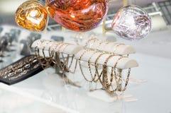 Braccialetti dorati e bolle brillanti Immagine Stock Libera da Diritti