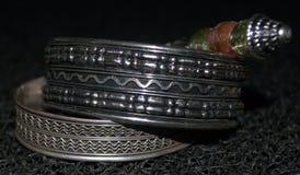 Braccialetti e perle Fotografia Stock