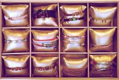 Braccialetti nel deposito del bijouterie Immagine Stock Libera da Diritti