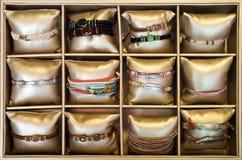 Braccialetti nel deposito del bijouterie Fotografia Stock