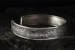 Braccialetto celtico d'argento Fotografie Stock
