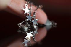 Braccialetto d'argento con stelle Fotografia Stock Libera da Diritti