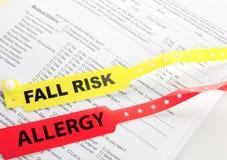 Braccialetto di rischio di caduta e di allergia immagine stock