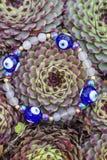 Braccialetto di yoga con le perle naturali fotografia stock