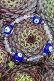 Braccialetto di yoga con le perle naturali fotografie stock