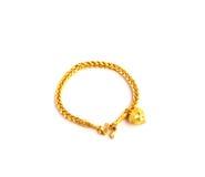 Braccialetto dorato con forma del cuore l'immagine isolato Fotografia Stock