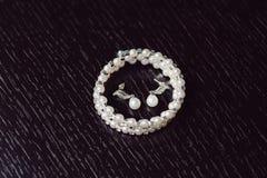 Braccialetto ed orecchini della perla Fotografie Stock