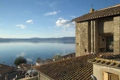 Bracciano ` s jezioro, widok od Anguillara Sabazia Zdjęcia Stock