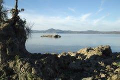 Bracciano ` s jezioro, widok od Anguillara Sabazia Obrazy Royalty Free