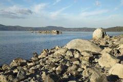 Bracciano ` s jezioro, widok od Anguillara Sabazia Zdjęcie Royalty Free