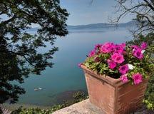 Bracciano sjö royaltyfria bilder
