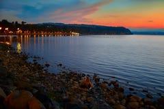 Bracciano sjö på skymning Arkivbilder