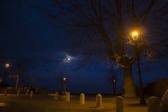 Braccianobelvedere bij nacht stock afbeeldingen