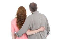 Braccio casuale di condizione delle coppie intorno Immagini Stock Libere da Diritti
