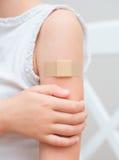 Braccio con la fasciatura adesiva Fotografie Stock