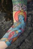 Braccio della donna tatuaata. fotografia stock libera da diritti