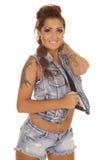 Braccio della maglia del denim dei tatuaggi della donna sul collo Fotografia Stock Libera da Diritti