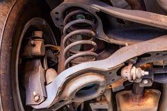 Braccio di controllo del veicolo leggero, bobina della molla ed ammortizzatore fotografie stock libere da diritti
