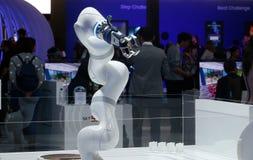 Braccio robot industriale indicato al congresso mobile 2019 del mondo in dettaglio di Barcellona fotografie stock libere da diritti
